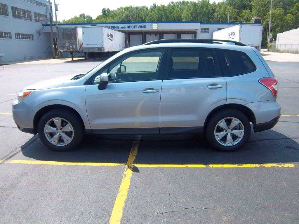 used Subaru Forester 2016 vin: JF2SJAFCXGH545973
