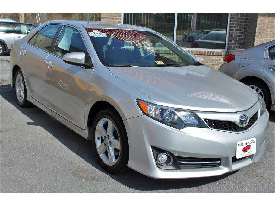 Toyota Camry 2014 $17900.00 incacar.com