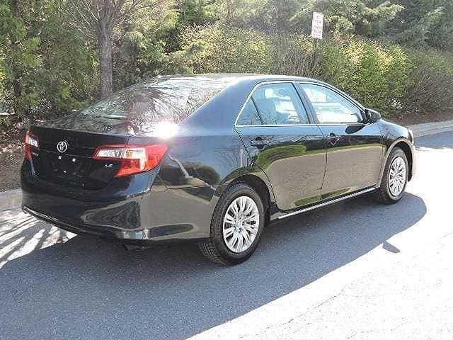 Toyota Camry 2014 $13990.00 incacar.com