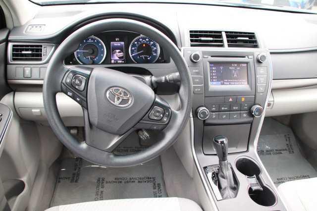Toyota Camry 2016 $17999.00 incacar.com