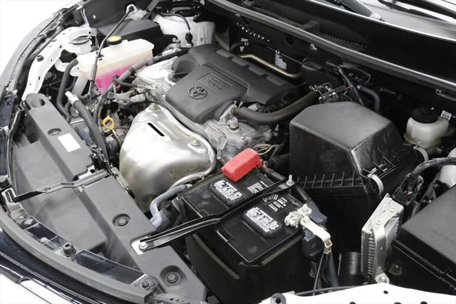 used Toyota RAV4 2018 vin: 2T3WFREV2JW419529