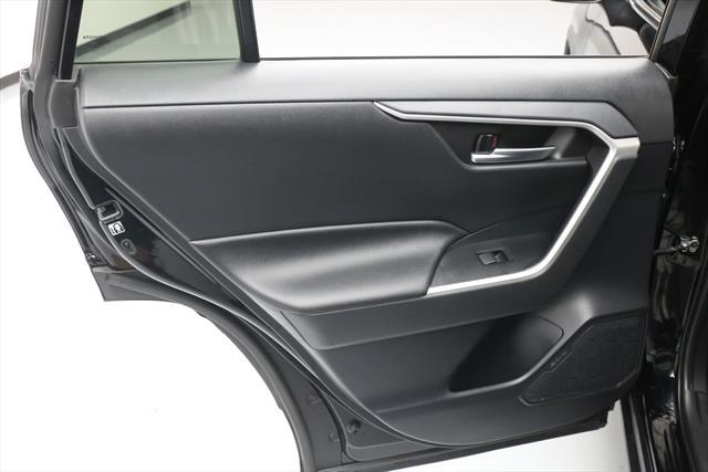 used Toyota RAV4 2019 vin: 2T3W1RFV0KW007480