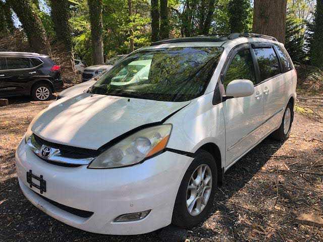 Toyota Sienna 2006 $800.00 incacar.com