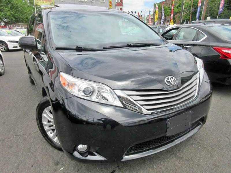 Toyota Sienna 2015 $17700.00 incacar.com
