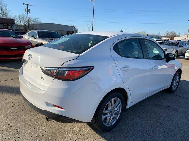 Toyota Yaris 2017 $7995.00 incacar.com