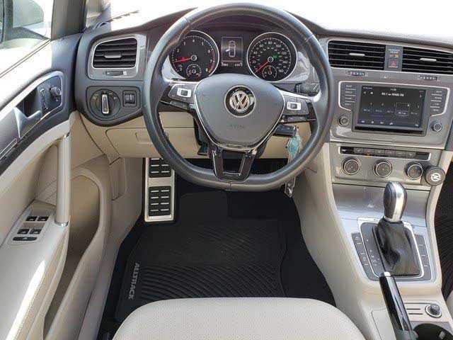 Volkswagen Golf 2017 $22998.00 incacar.com
