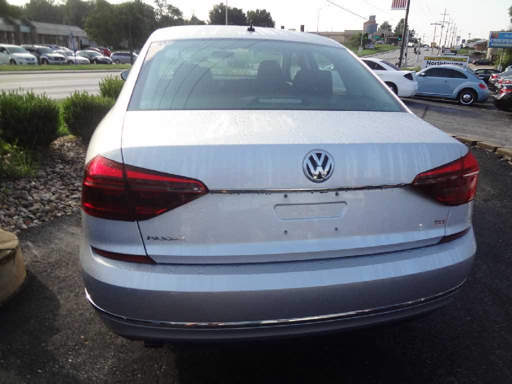 Volkswagen Passat 2017 $15988.00 incacar.com