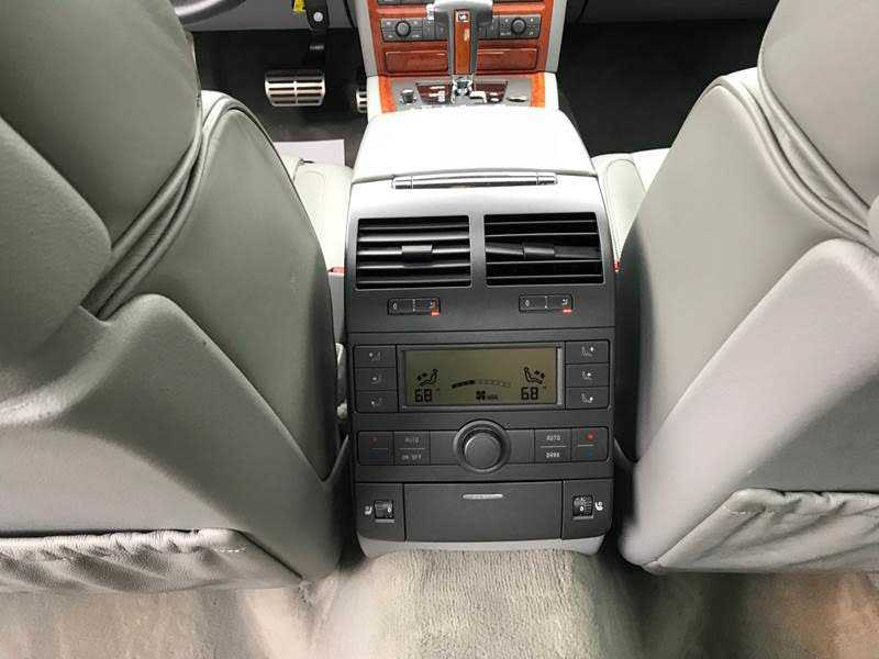 Volkswagen Phaeton 2004 $16991.00 incacar.com