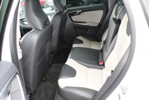 Volvo XC60 2017 $18000.00 incacar.com