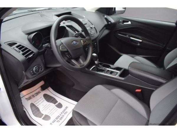 Ford Escape 2017 $18500.00 incacar.com