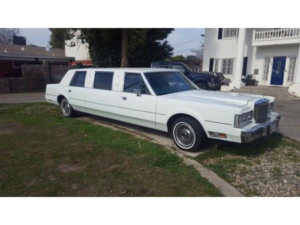 Lincoln Town Car 1985 $5000.00 incacar.com