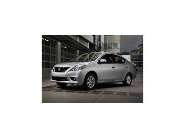 Nissan Versa 2012 $4425.00 incacar.com