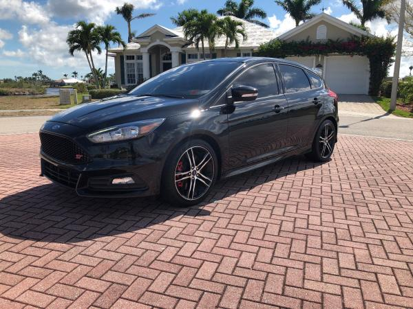 Ford Focus 2015 $15500.00 incacar.com