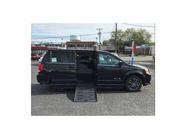 Dodge Grand Caravan 2017 $34995.00 incacar.com