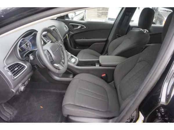 Chrysler 200 2016 $20378.00 incacar.com