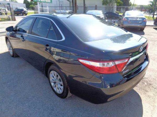 Toyota Camry 2013 $17995.00 incacar.com